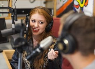 Interview radio au micro