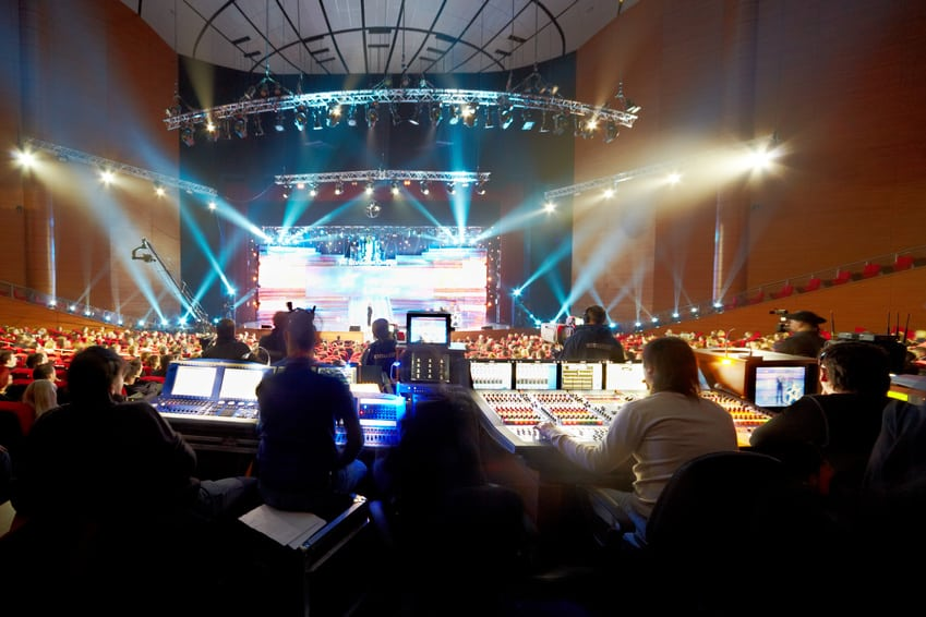 Operators at control panels at concert© Pavel Losevsky