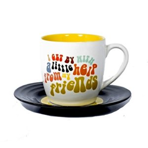 "Tasse originale et sa soucoupe avec des paroles des Beatles ""I get by with a little help from my friends"